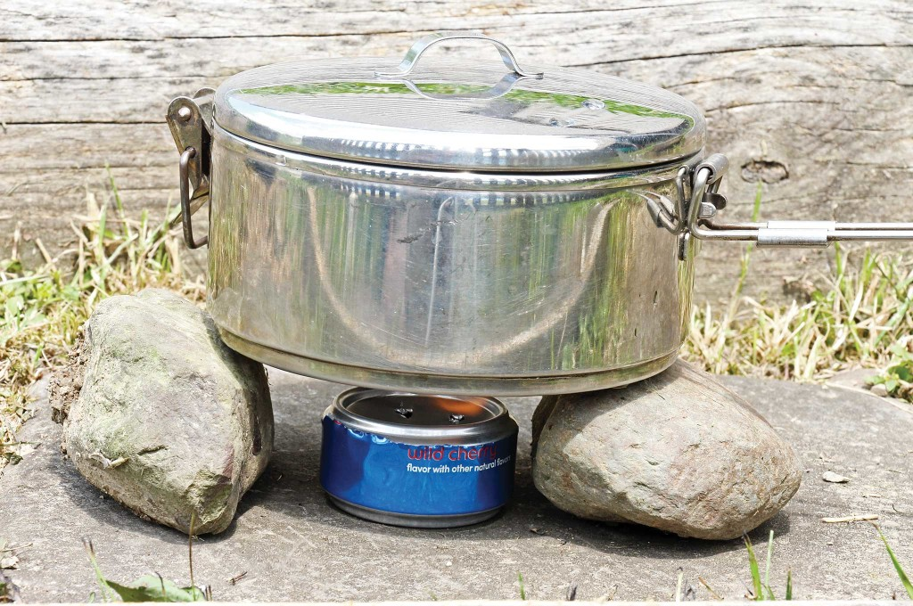 -5-surprising-uses-for-the-swiss-army-knife-soda-can-stove-005