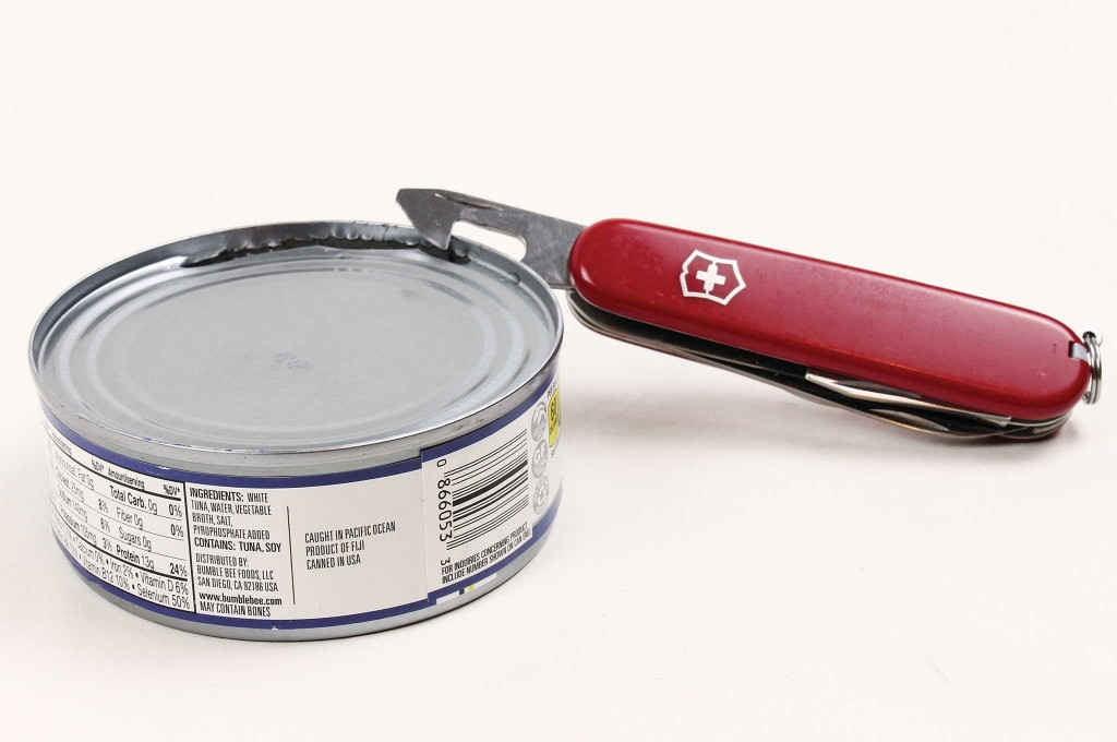 -5-surprising-uses-for-the-swiss-army-knife-tuna-can-stove-001