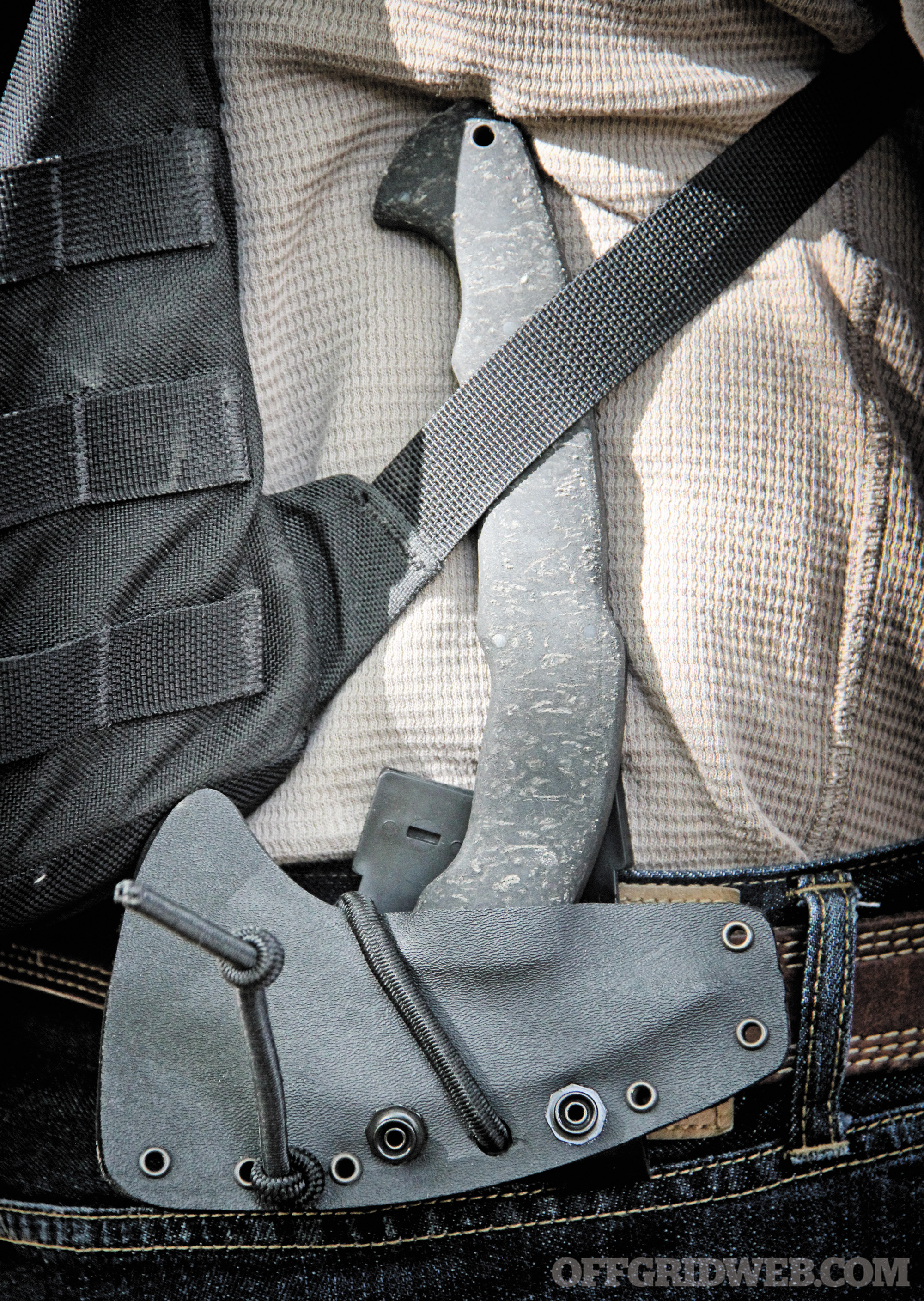 Inverted belt carry is one way to conceal the handle.