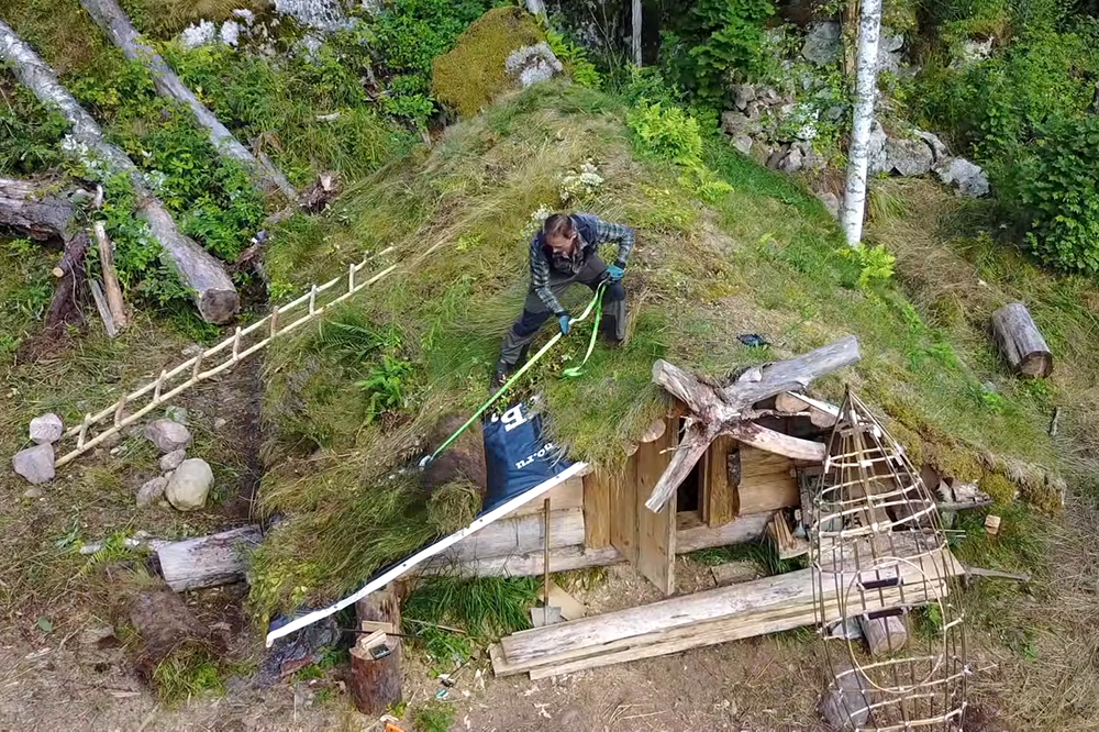 Russian Bushcrafter's Log Cabin Build | RECOIL OFFGRID