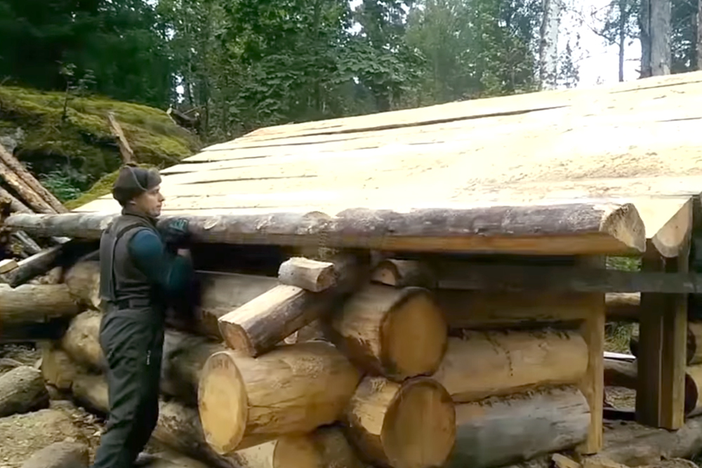 Advoko Makes Russian bushcraft log cabin DIY project woodworking survival 5